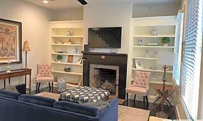 Living Room, 520 E Taylor St, 1