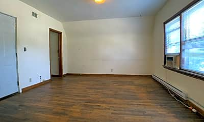 Living Room, 2650 Cottage Grove Ave #3, 1