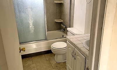 Bathroom, 4290 Loomis Ave, 2