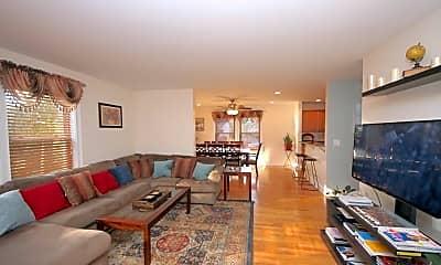 Living Room, 1093 Shippan Ave, 1