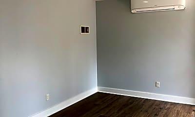 Bedroom, 1121 W Elm Arcade, 1