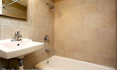 Bathroom, 2101 Avenue Que, 2