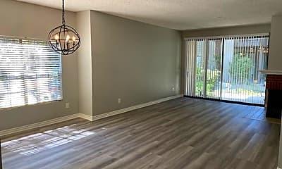 Living Room, 2514 W MacArthur Blvd, 1
