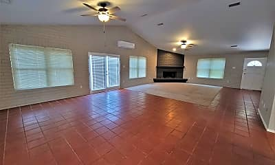 Living Room, 704 W Dormard Ave, 1