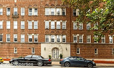 Building, 200 W Sedgwick St, 1