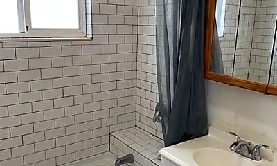 Bathroom, 3173 Stephens Ave, 2