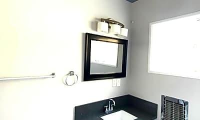 Bathroom, 3701 Mont Clair St, 2