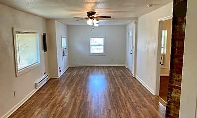 Living Room, 5122 Main Dr, 1