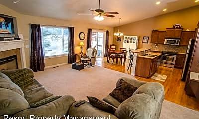 Living Room, 6163 Cornwall St, 2