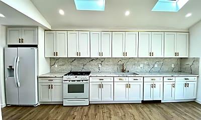 Kitchen, 5635 Boden St, 1