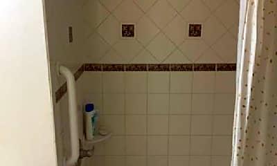 Bathroom, 511 3rd St SE, 0