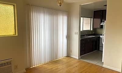 Living Room, 721 New Depot St, 1