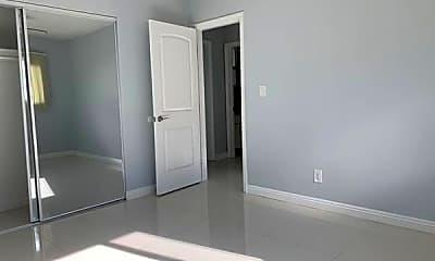 Bedroom, 632 N Manhattan Pl, 2