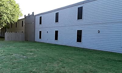 Highlander Square Apartments, 1