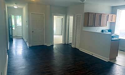 Living Room, 424 E Maxwell St, 0