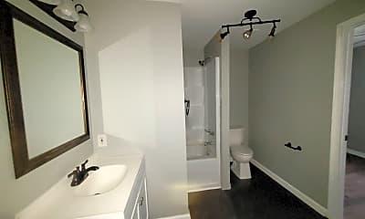 Bathroom, 825 W Lee St, 2