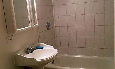 Bathroom, 1143 W Patterson Ave, 2