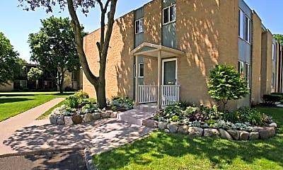 Farmington West Apartments, 1