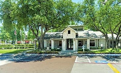 Oaks at Hulen Bend, 2
