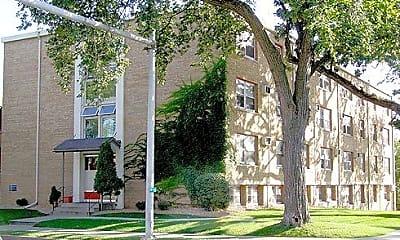 700 University Ave SE, 1