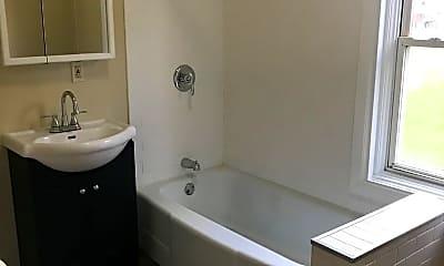 Bathroom, 777 Minnehaha Ave E, 1