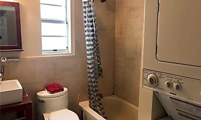 Bathroom, 104 Meridian Ave, 2