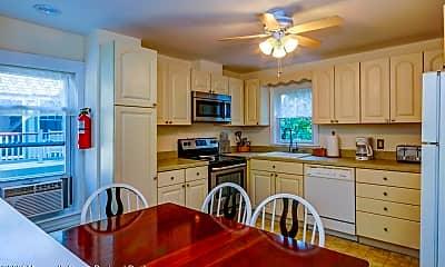 Kitchen, 75 Webb Ave 2-WINTER, 1
