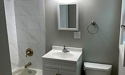 Bathroom, 511 N 2nd St, 2