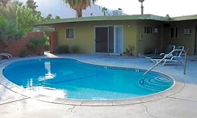 Pool, 2626 N Junipero Ave, 2