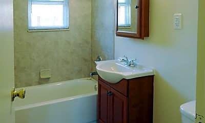 Bathroom, Partridge Run Apartments, 2