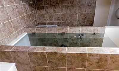 Bathroom, 153 Bank St, 2