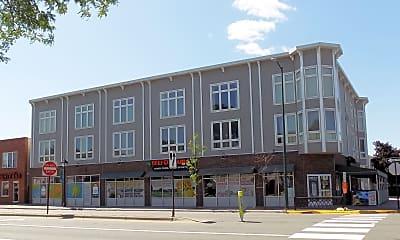 Building, 204 Locust St, 1