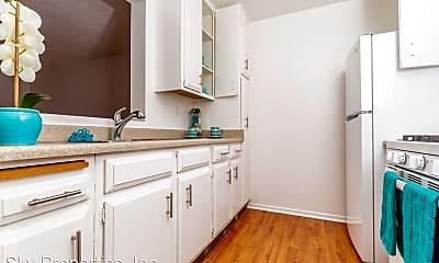 Bathroom, 118 W Mission Rd, 1