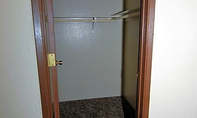 Bathroom, 445 La Rue Ave, 2