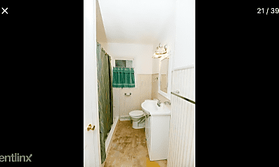 Bathroom, 1619 13 1/2 St S, 2