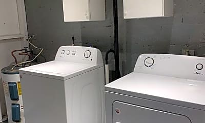 Bathroom, 707 NE 22nd Dr, 2