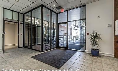 Patio / Deck, 305 Commercial St, 1