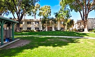 Roscoe Park Apartments, 0
