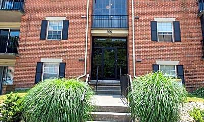Building, 807 College Ln H, 1