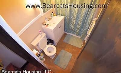 Bathroom, 32 Edwards St, 2