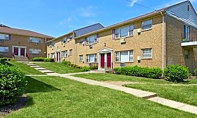 Building, Crossroads Gardens Apartments, 1