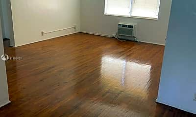 Living Room, 993 Bay Dr 3, 0