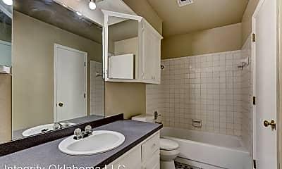 Bathroom, 11505 Roxboro Ave, 2