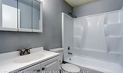 Bathroom, 110 NE 160th Ave, 2
