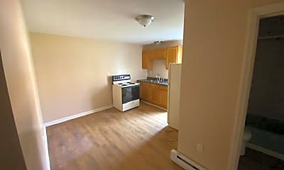 310 W Maple St 2, 1