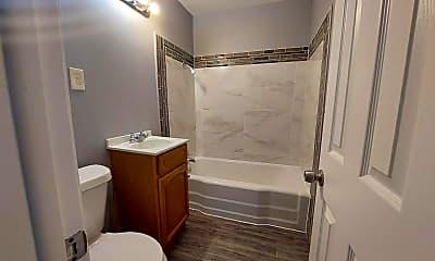 Bathroom, 2933 S Vine St, 2