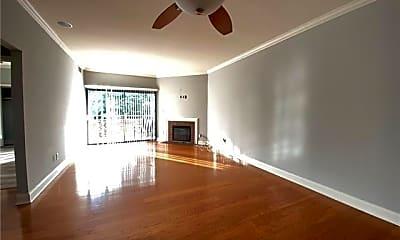 Living Room, 224 N Poplar St, 1