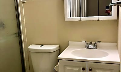 Bathroom, 911 S Charles St, 2