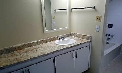 Bathroom, 3528 E 2nd St, 2