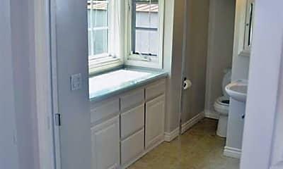 Bathroom, 11911 Davenport Rd, 2